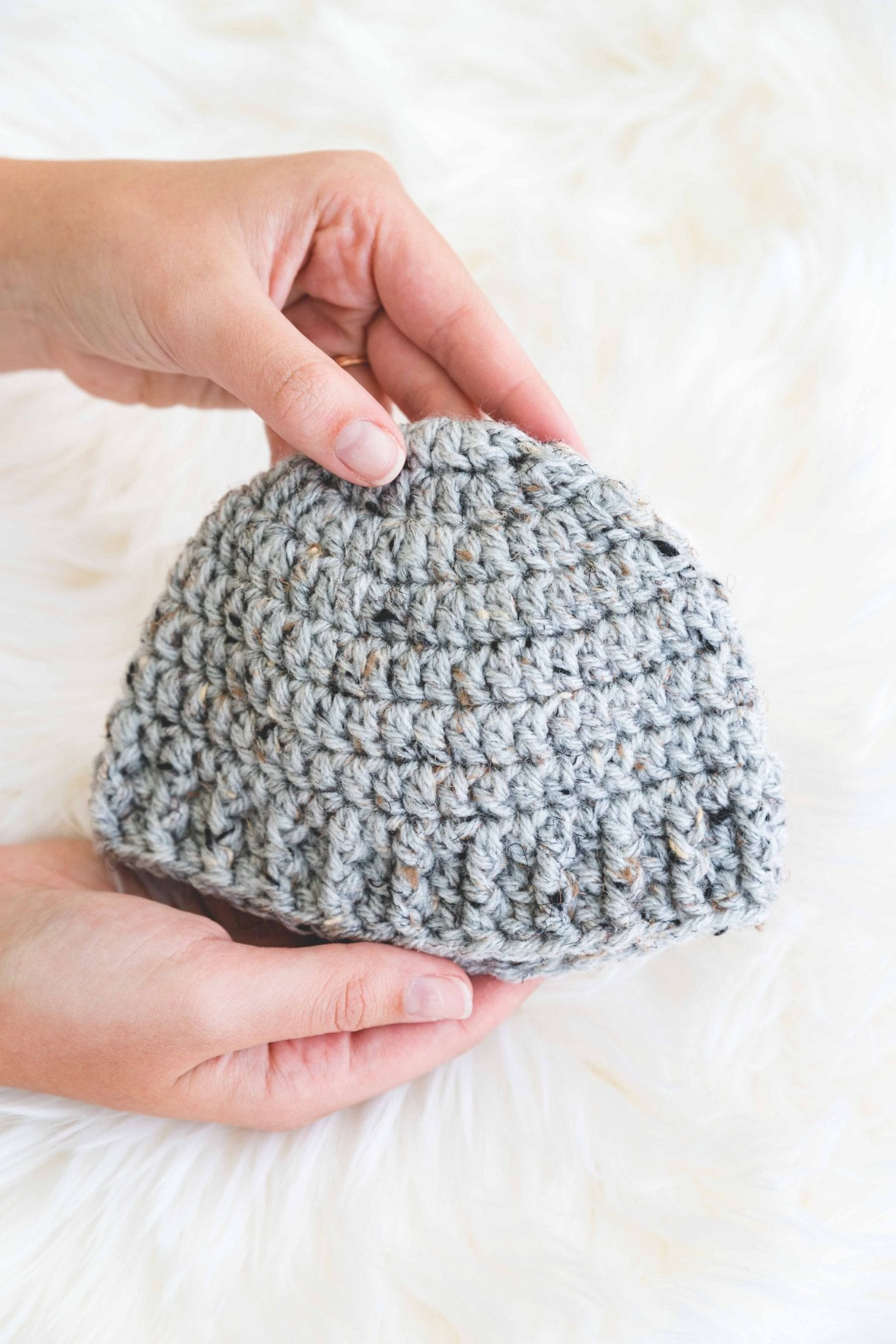 Baby shower gift to crochet, free pattern for the beginner Parker crochet baby hat.