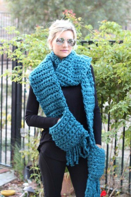 Easy Crochet Fringe Pocket Scarf