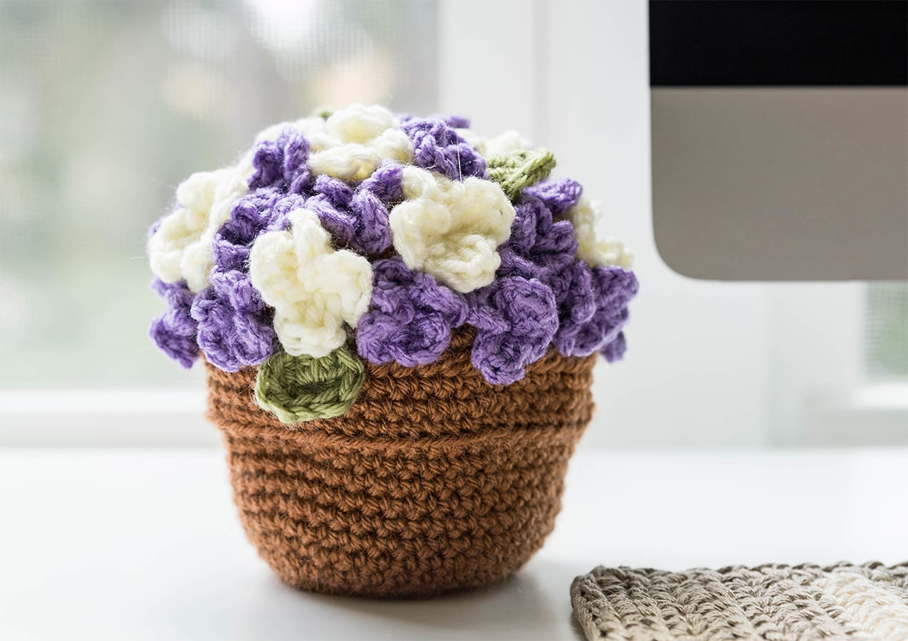 20 Free Patterns for Crochet Flowers & What to Do with Them     900x1275