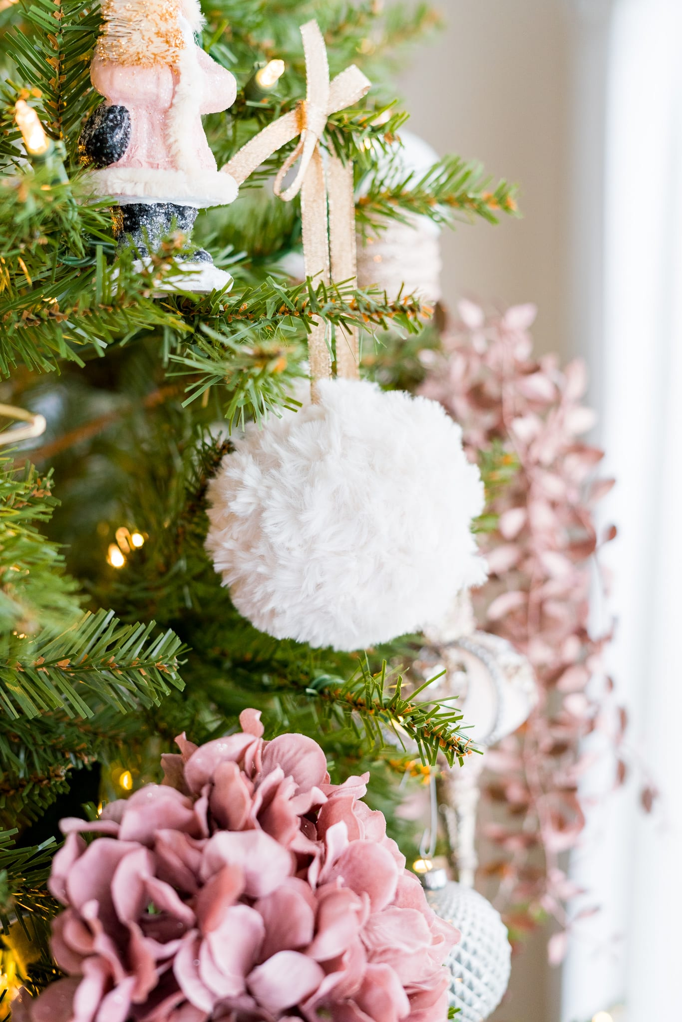 30 Easy Crochet Christmas Ornaments To Decorate Your Tree - DIY ... | 2048x1366