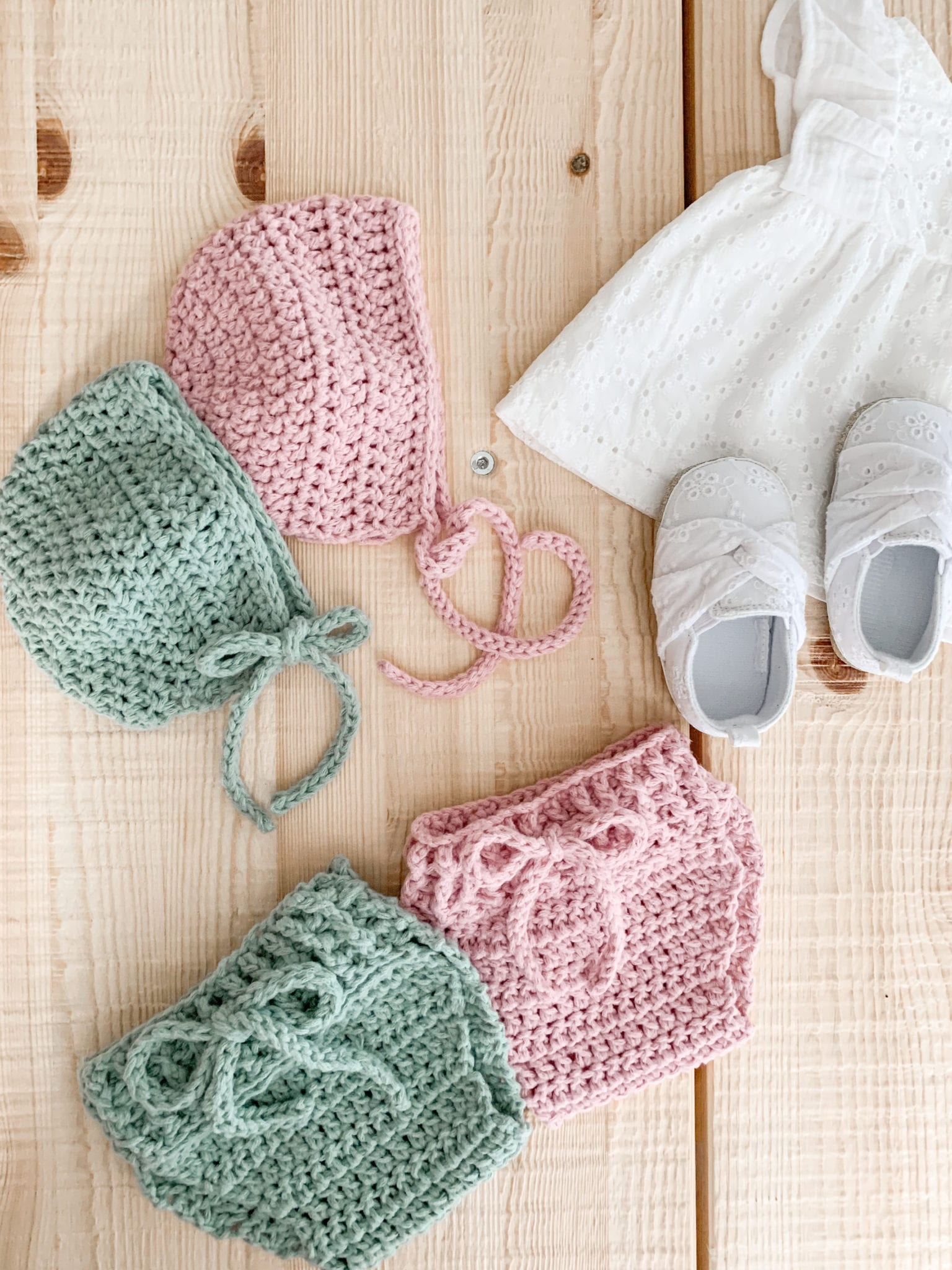 Baby bonnet and baby bloomers make a cute crochet baby set.