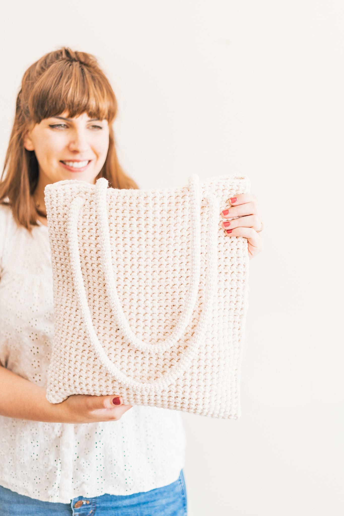 El bolso tote de ganchillo es un patrón gratuito y apto para principiantes.